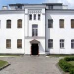 fot. epowiatostrolecki.pl / Budynek główny byłego aresztu, w którym będzie mieścić się Muzeum  Żołnierzy Wyklętych